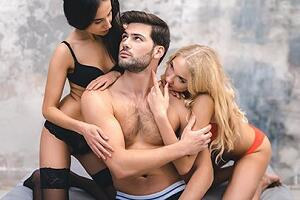 MMF dating or FFM dating which you prefer in threesomes